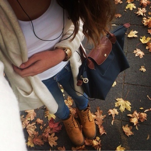 bag so cute look outit top jeans cardigan sweater shoes boots brown handbag purse jacket pull