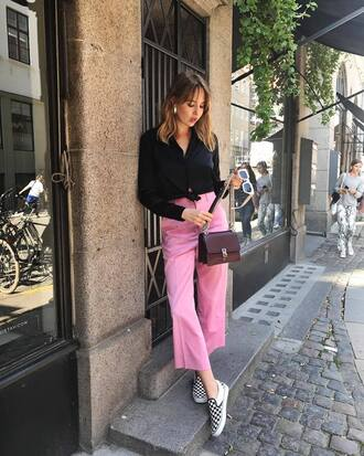 pants tumblr pink pants cropped pants shirt black shirt shoes slip on shoes bag