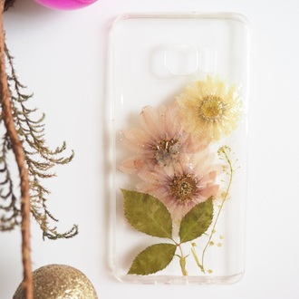 phone cover iphone case iphone cover iphone 6s iphone 6s plus cute cool flowers floral handmade handcraft daisy vintage daisy lover real flowers pressed flowers gift ideas holidays christmas holiday gift mum forher girlfriend shabibisheep samsung galaxy cases