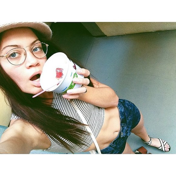 instagram girly grunge shorts jeans beautiful sunglasses glasses summer outfits top hat model stripes