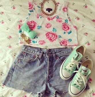 tank top floral pastel pink green crop tops converse jewels sneakers bows hair bow shorts shoes green sneakers rose white floral top crop girly high waisted shorts high waisted bow hair accessory blouse flowers necklace statement necklace mint chain gold watch jeans roses floral crop top belt