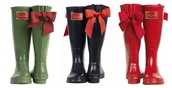 shoes,red rain boots,red bow,wellies,bow,bows,lace bow,toms shoes women,posh,rain,holiday season,tom shoes