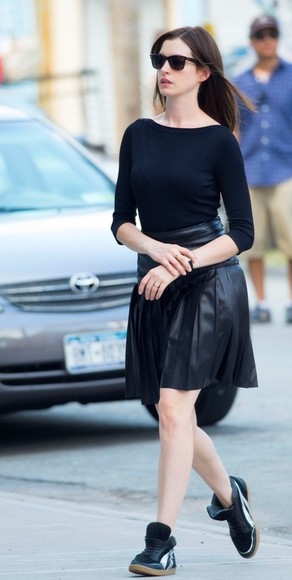 anne hathaway black skirt leather skirt top