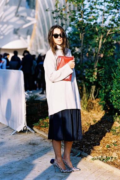 midi skirt blogger pouch vanessa jackman stilettos oversized sweater