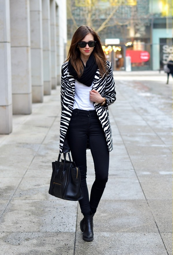 vogue haus coat t-shirt jeans shoes bag scarf jewels sunglasses