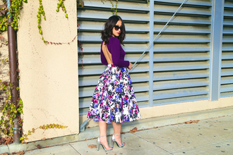 ktr style blogger top backless purple midi skirt floral sunglasses sandals plum floral midi skirt