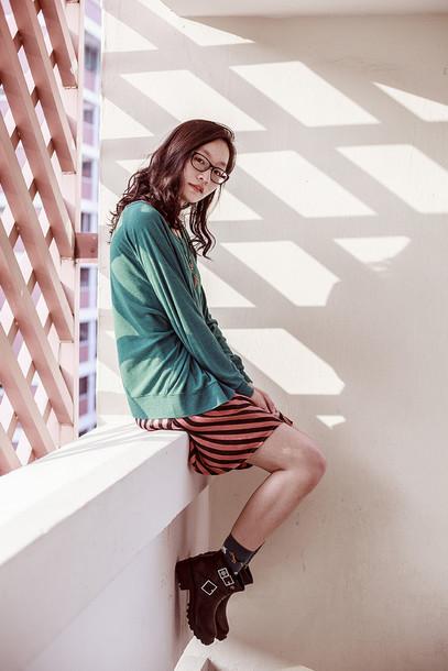 pupuren blogger sweater socks green sweater striped dress