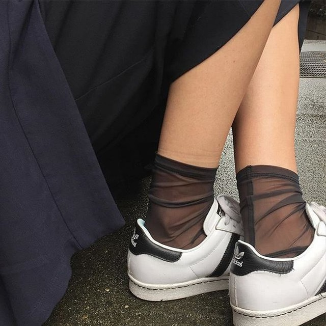 There S Even A Cool Girl Way To Wear Socks Wheretoget