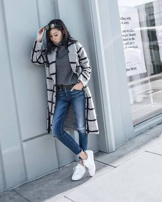 coat tumblr printed coat checkered jeans denim blue jeans skinny jeans sneakers low top sneakers white sneakers sweater grey sweater turtleneck turtleneck sweater winter outfits sunglasses belt grey turtleneck top printed long coat
