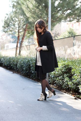 blaastyle blogger black coat black skirt