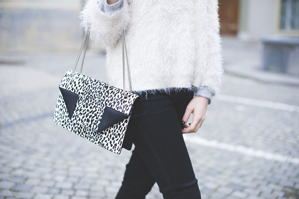 tiphaine's diary sweater jeans shoes bag jewels hat