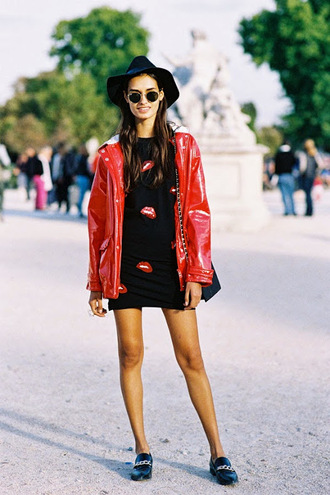 vanessa jackman blogger lips short dress shift dress raincoat red coat round sunglasses loafers