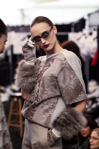 viva luxury blogger sunglasses fashion week 2015 texture gloves