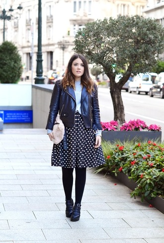 si las calles hablasen blogger circle skirt leather jacket pouch polka dots