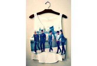 t-shirt one direction oned top niall horan niall louis tomlinson louis zayn malik zan liam payne liam harry harry styles one thing london short crop band crop top tank top shorts shirt summer america britain british boyband boy band boy bands boybands hipster hipsta crop tops band t-shirt one direction tees teenagers