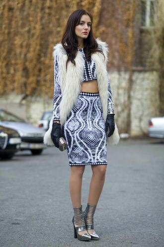 from brussels with love blogger gloves two-piece pencil skirt pattern faux fur vest silver shoes