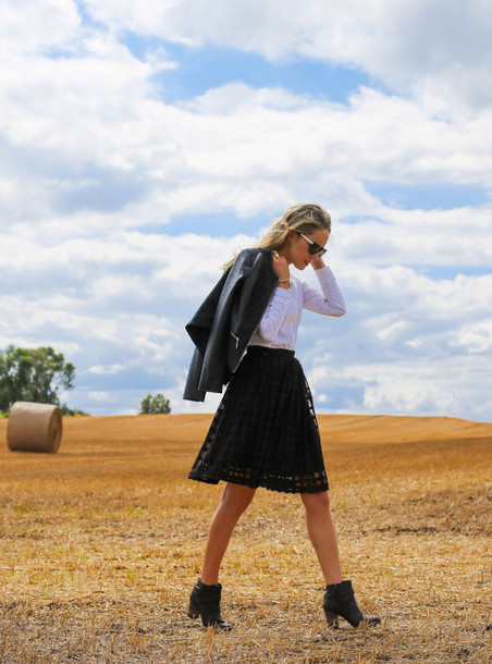 the classy cubicle blogger skirt shoes jacket sunglasses jewels
