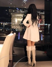 shoes,coat,pretty,beige,soft,ivory,winter outfits,heels,tapado,cute coat,long sleeves,jacket,black hair