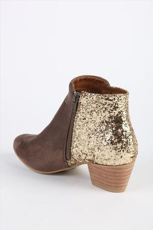 Drea ankle boot on the hunt