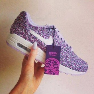 violet claire lacets violet chaussure nike voilet mauve blanc roses couleurs liberty shoes liberty semelle nike nike roshes floral nike sneakers nike girls girly étiquette lacets chaussures chaussures roses chaussures à lacets belle vintage