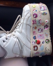 shoes,white,chunky,platform shoes,sneakers,trainers,pastel,stickers,harajuku,alternative,90s style,harajuku shoes,chunky boots,90's fashion