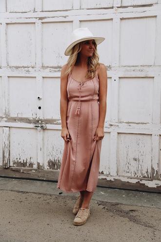 somewherelately blogger dress hat shoes jewels