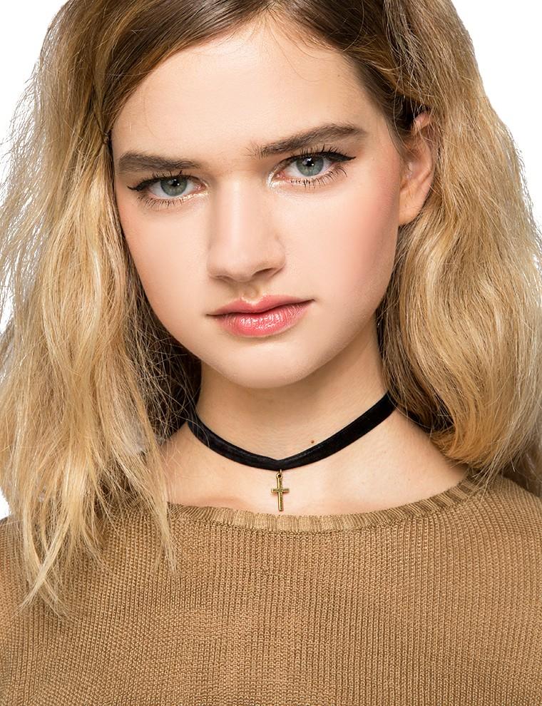Cute choker necklace