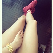 shoes,sneakers,burgundy