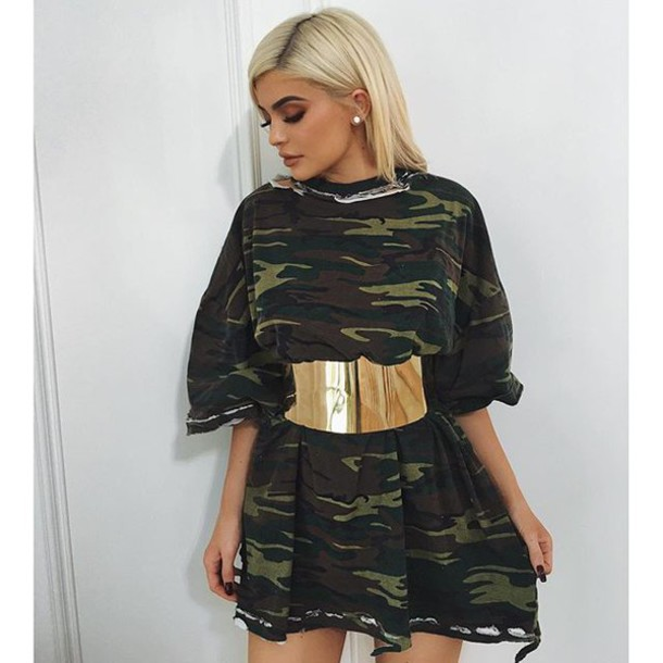 4f27e27a1d8ef dress kylie jenner green belt blonde hair dark camouflage gold belt  camouflage cute t-shirt