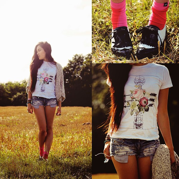 alessandra kamaile blogger t-shirt cardigan shoes