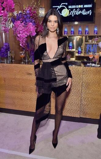 dress asymmetrical asymmetrical dress golden globes 2018 kendall jenner kardashians model off-duty pumps plunge dress