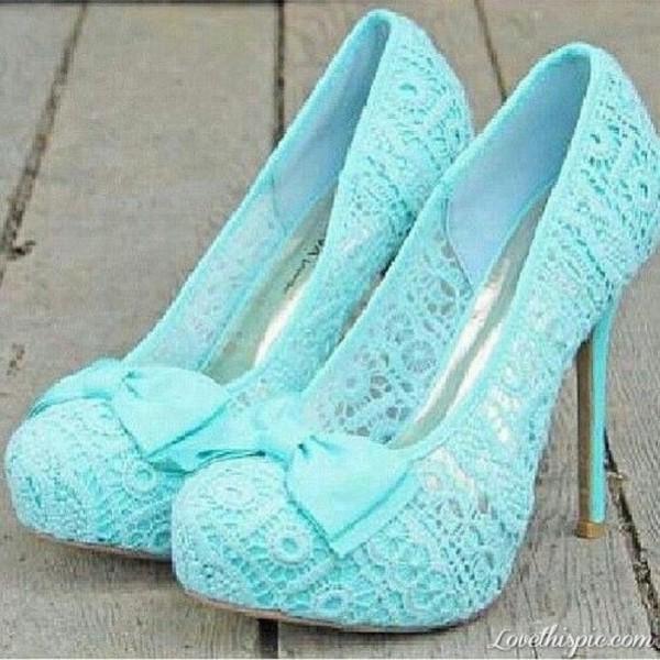 shoes pumps light blue bow lace cute heels lace shoes blue heels blue lace heels lace heels blue blue lace high heels high heels platform shoes blackheels turquoise bow heels wedding tiffany blue fashionista blue lace high heels