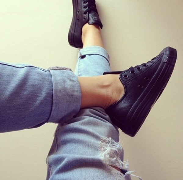 shoes trainers black sportswear jeans outfit