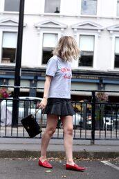 t-shirt,tumblr,grey t-shirt,skirt,mini skirt,black skirt,leather skirt,shoes,loafers,red loafers,bag,shorts