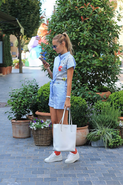 from brussels with love blogger romper bag shoes blue romper tote bag sneakers summer outfits