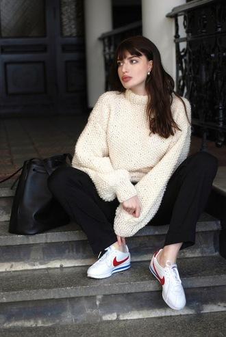 le fashion image blogger sweater bag pants