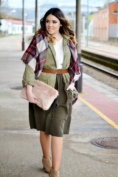 si las calles hablasen blogger skirt curvy blanket scarf tartan scarf khaki waist belt pouch bag shoes jewels belt furry pouch