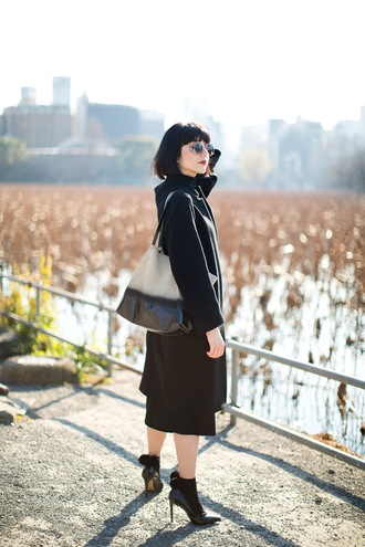 samantha mariko blogger heel boots tote bag black coat uniqlo