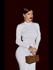 rihanna,lipstick,sweater dress,knitted dress,louis vuitton,handbag,hoop earrings,dress,make-up,bag,rihanna style,white dress,knitwear,burgundy lipstick,glamour,glamgerous,louis vuitton bag,style,grey dress,long,grey,long dress,long sleeve dress,bodycon dress