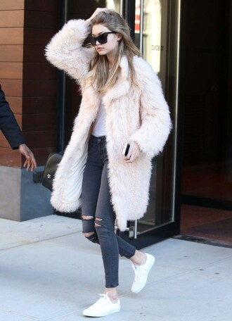 coat jeans sneakers gigi hadid model off-duty fur sunglasses streetstyle shoes big fur coat white coat fur coat ripped jeans black jeans cat eye black sunglasses low top sneakers white sneakers white fur coat winter outfits winter look long fur coat white oversized coat