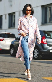 le fashion image,blogger,frayed denim,white heels,straight jeans,floral shirt,shirt dress,pink shirt,oversized sunglasses,streetstyle,spring outfits,frayed jeans