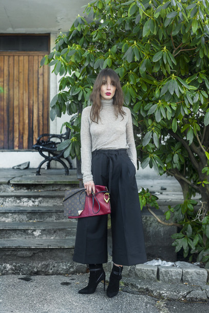 a portable package blogger top culottes bag shoes