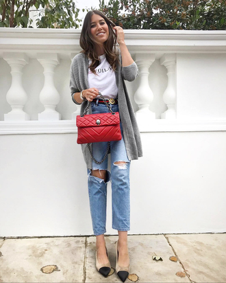 cardigan grey cardigan tumblr denim jeans blue jeans ripped jeans shoes flats bag red bag t-shirt white t-shirt