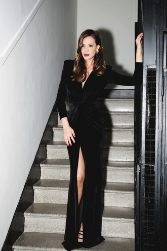 lady addict blogger jewels red lipstick nail polish velvet slit dress new year's eve party outfits