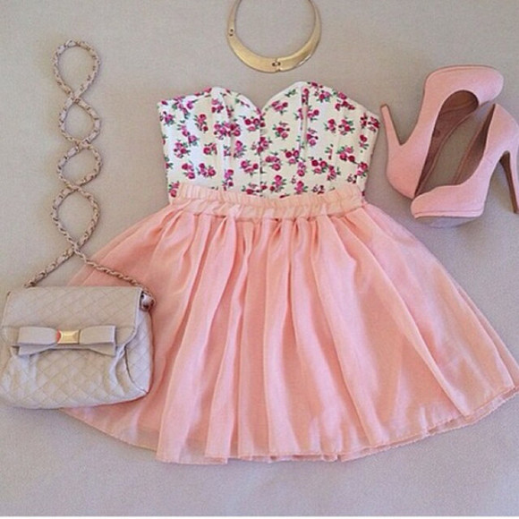 pumps top shoes high heels shirt floral skirt skater skirt floral crop top floral top crop crossbody bag crossbody bag pink baby pink pink heels pink high heels pink pumps girly cute outfit girly outfit dress hat floral dress pastel pink dress gold necklace purse tank top