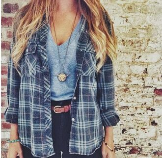 blouse carreaux flannel shirt flannel blue loose shirt jacket grey flannel stripes oversized cardigan oversized jeans high waisted jeans t-shirt necklace comfy checked shirt