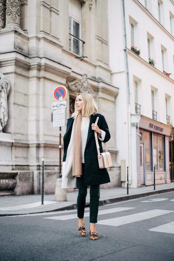 damsel in dior blogger scarf bag