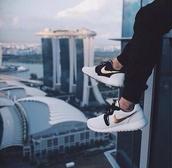 shoes,nike roshe run,nike,nike rosche,gold,black,white,nike running shoes,nike shoes,sneakers,nike sneakers,low top sneakers