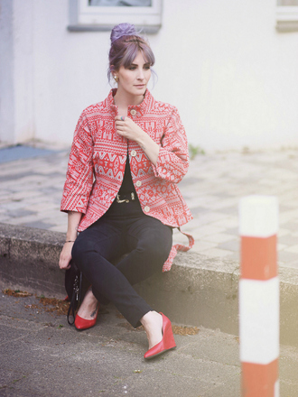 like a riot blogger wedges red shoes black jeans aztec
