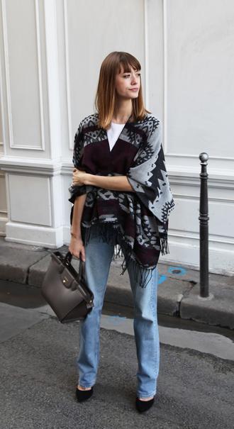 into your closet blogger t-shirt belt bag jeans shoes